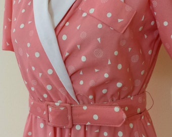 Adorable Peachy Geometric Size Medium US8/10 Belted Shirtdress