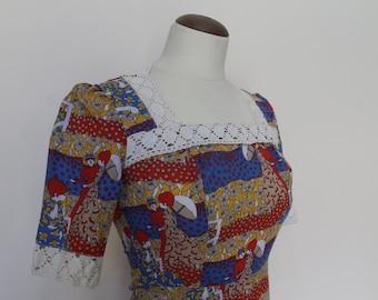 Robe 1970's en coton avec imprimé inspiration Belle époque et dentelle