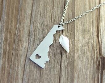 I heart Delaware Necklace - Delaware Map Pendant - State Necklace - State Charm - Map necklace - Map Jewelry