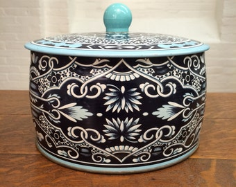 vintage tin canister // delft look // asian blue