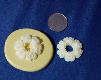 Wreath style flower mold