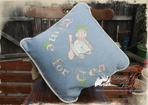 Appliqued novelty cushion