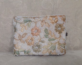 Vintage Beaded Wallet, Beaded Billfold, Kiss Lock Wallet, Floral Wallet, 1940's Wallet, Vintage Wallets, Beaded Wallet