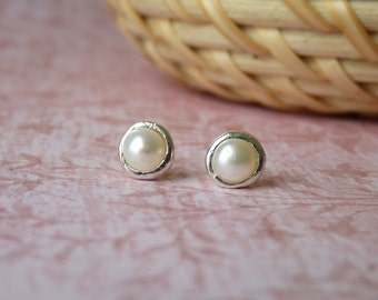 Pearl Stud Earrings - Handmade Silver Stud Earings with a Pearl