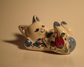 Hand Made Ceramic Cat (Laying Down) --- Tulips Painting --- FREE SHIPPING!!!