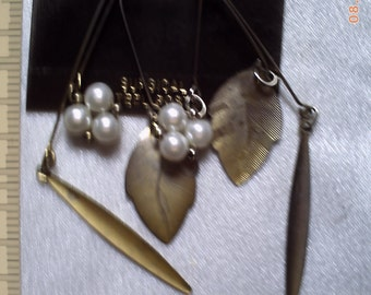 Earrings with pearls and leaves by Loree