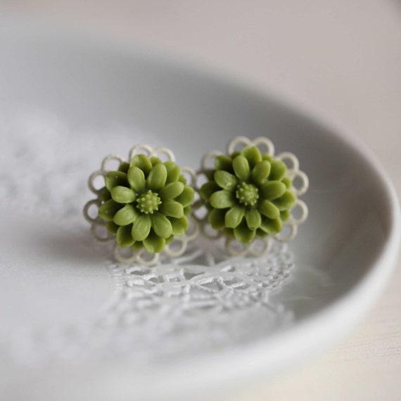 FMJ Creation: macy. forest green colour white filigree stud earrings