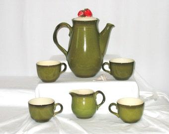 Vintage - Retro - California Metlox Pottery - Strawberry Poppytail Pattern - 7 Pieces - MINT !