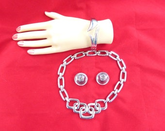 Crown Trifari silver tone and clear lucite necklace, bracelet & earring set N82
