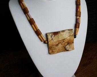 Necklace made with precious stones