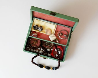 vintage 1950s JEWELRY box includes 25 piece jewelry set
