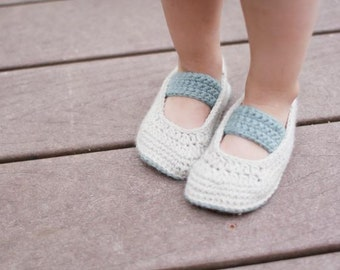 Crochet Bootie Pattern - Denise Booties (sizes newborn to toddler)