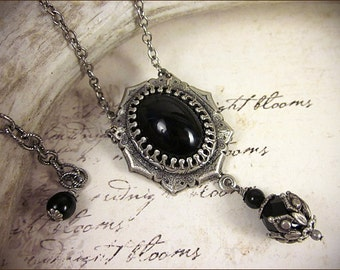 Black Renaissance Necklace, Black Jewel Necklace, Tudor Costume, Medieval Wedding, Ren Faire, Renaissance Pendant Necklace, MedCol