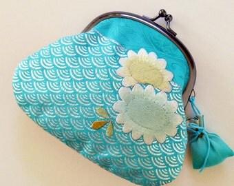 Japanese Vintage Kimono Kawaii - Frame Kisslock Closure Coin Purse