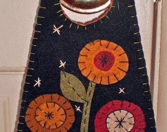 Oley Valley Primitives  FOLK FLOWERS Penny Rug Door Knob Hanger Digital Download