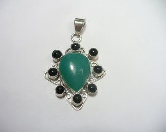 Vintage sterling silver pendant - green aventurine and onyx - 13 grams - 2 inches tall