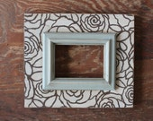 Bloom 5x7 Distressed Frame Kaffee with Vintage white pattern Quietude Colonial Trim