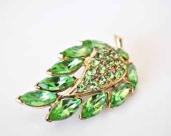 Beautiful Signed Weiss Green Botanical Brooch
