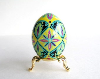 Symbol of life Pysanka with flowers Ukrainian Easter Egg ~ creative eggs ~ Hungarian floral design yellow egg ~ German Easter decorations