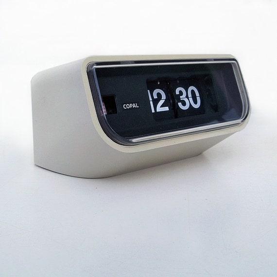 space age mod copal flip clock roll number alarm clock. Black Bedroom Furniture Sets. Home Design Ideas