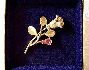 Pink Stone Rose Flower Pin Brooch Gold Tone Vintage Open Petals Brushed Leaves Long Stem
