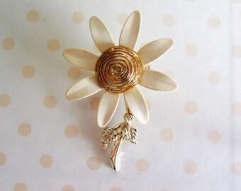vintage 1960s flower pin enamel 60s flower power Brooch