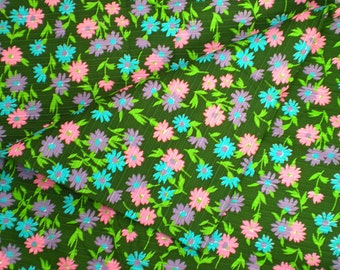 SALE Vintage Fabric 1970s Colorful DAISY Floral Fabric SPRING!
