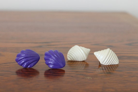 Vintage 80s 90s SEASHELL Button Style Post Pierced Earrings DUO / Ivory Shimmer & Purple / 2 Sets for Summer