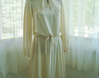 Lovely Two Piece Blouse and Skirt Set in Ivory, Size 8