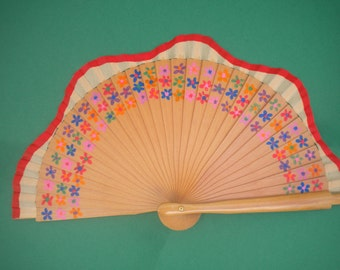 MTO Ditsy Floral Wooden Hand Fan - Scalloped