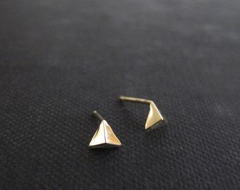 solid gold earrings, small triangle earrings, gold earrings, solid gold studs, cartilage and lobe earrings, small pyramid gold stud earrings
