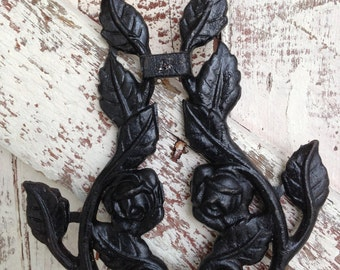 Cast Iron wall hanging Roses and leaves on a vine vintage trivet