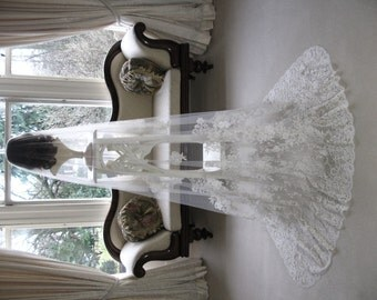Bridal veil - Chantilly lace cathedral length wedding veil - Dentelle  Supreme