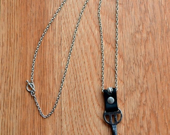 Leather and chain necklace with vintage skeleton key - Steampunk