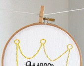 the queen b's crown hand embroidered illustration in hoop
