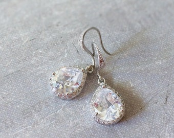 Sparkly Bridal Wedding Earrings. Lux Cubic Zirconia Tear drop Earrings. Wedding Jewelry. Bridesmaid Gifts.