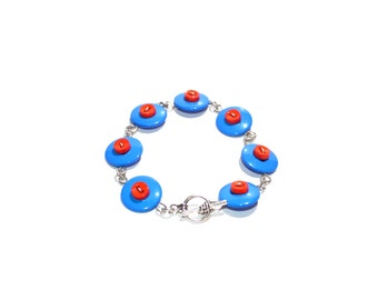 Wire button bracelet in blue and red, with silver tone wire and findings, wire button jewelry