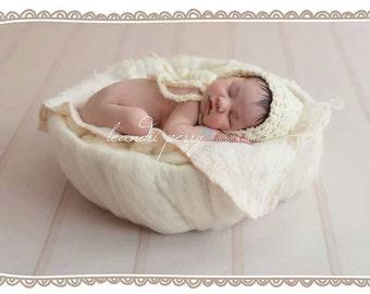 Newborn Baby Girls or Boys Bonnet Hat Ivory Cream Crochet Bonnet Hat with Ties. Newborn Baby Bonnet Hat RTS Photography Prop. UK Seller.