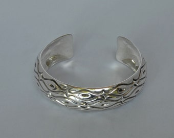 Navajo Sterling Etched Silver Cuff Bracelet 31 gms Native  American