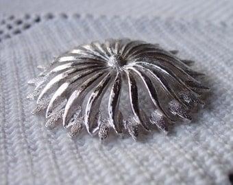 Monet brooch vintage 70s stylized flower
