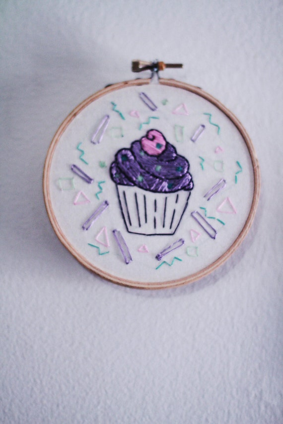 Small handmade embroidery hoop art cupcake