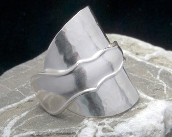 Antique solid silver spoon ring - statement ring - small medium - 1920s - hammered silver - silver teaspoon ring