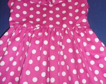 Polka dots dress with ruffle at the neck