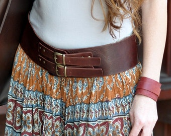 Coming in styles, such as leather, metal chains, canvas, and more—women's belts should be regarded as the piece that cinches the outfit together, literally and figuratively. Whether you're wearing pants, capris, women's shorts, or even a dress, there's always going to be room for a belt.