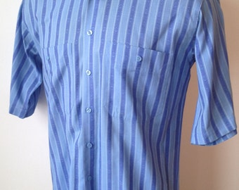 Vintage MENS Levi's short sleeve blue striped shirt, size M