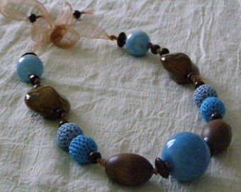 """Ethnic"" Necklace blue and wood"