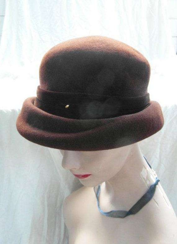 40s French felt hat chocolate brown hat, velvet ribbon.