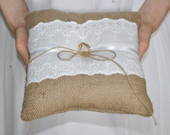 Rustic ring cushion Burlap Ring Bearer Pillow with White cotton lace Ring cushion Woodland / Rustic / Cottage style Weddings
