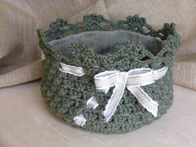 Grande cesto color verde salvia lavorato all 39 uncinetto - Cestini all uncinetto per il bagno ...