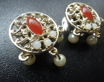 """White Opal 9/16"""" (14mm) Pearl Red Gold Dangle Plugs"""